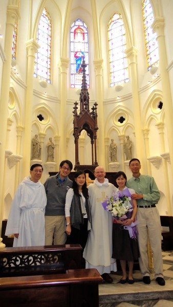 The newly Confirmed Emmanuel parishioners with Fr Nigel and Sacristan, Alex Lee at Emmanuel Church on Easter Sunday 2013